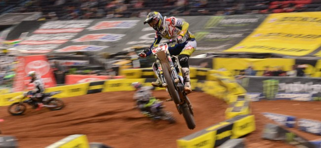 Video: Live supercross from St. Louis
