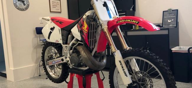 Roczen gets 1996 250 Honda McGrath style!