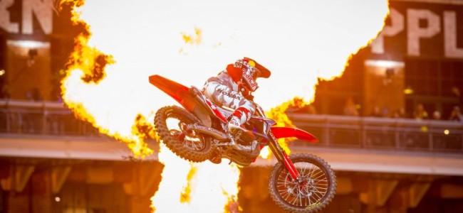 Video: San Diego supercross – Dirt shark style!