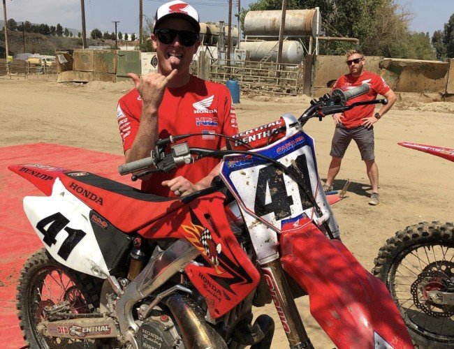 Video: Canard rides a 250 two-stroke Honda on the supercross track!
