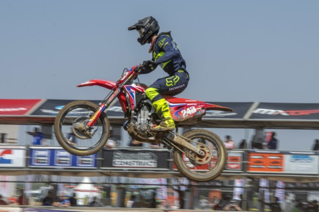 Video: Gajser does Supercross laps with Roczen