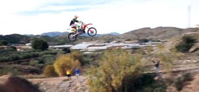 Video: Bradshaw jumps intimidating bombhole on a 500!
