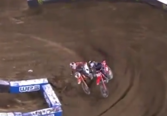 Video: Webb's last lap pass on Roczen – contact!