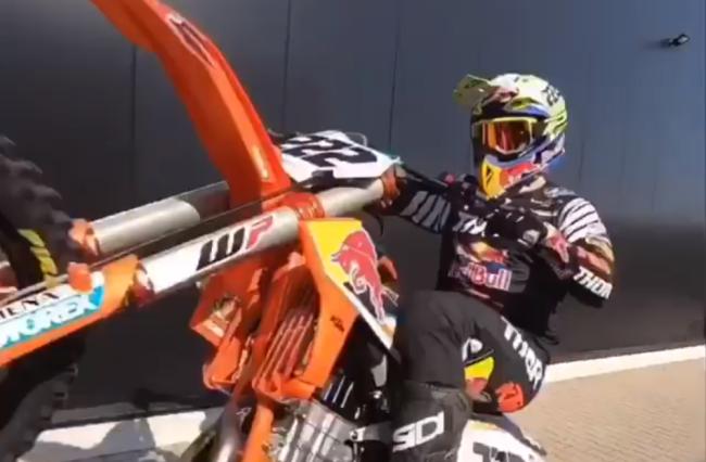 Video: Cairoli rides at the KTM workshop