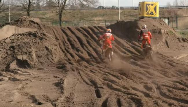 Video: Glenn Coldenhoff – 45 minute moto's in the sand