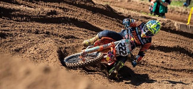 Cairoli twists knee in crash