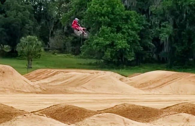 Video: Sexton back on a supercross track