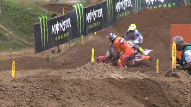 Video: Herlings and Cairoli second moto crash