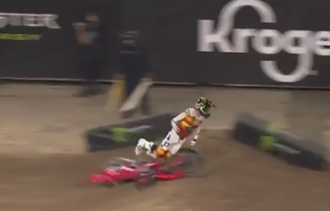 Video: Chase Sexton crashes out hard while leading