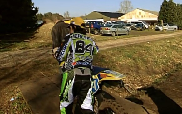 Video: Young Herlings on a Suzuki!